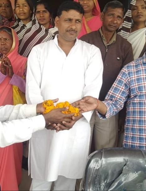 जौनपुर। युवा भाजपा नेता राहुल दुबे को भारतीय जनता पार्टी के किसान मोर्चा का जिला मंत्री बनाया गया। यह मनोनयन जिलाध्यक्ष झल्लू राम पटेल ने किया। जानकारी के अनुसार मुंगराबादशाहपुर विधानसभा के औद्योगिक क्षेत्र सतहरिया निवासी युवा नेता राहुल दुबे को किसान मोर्चा के जल संरक्षण समिति का जिला मंत्री मनोनीत किया गया है। काफी समय से पार्टी के लिए कार्य कर रहे श्री दुबे के इस मनोनयन से स्थानीय भाजपा कार्यकर्ताओं में उत्साह व्याप्त हो गया है।