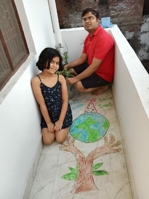 जेसीरेट सदस्यों ने घरों में पर्यावरण संरक्षण की अपील करती बनायी रंगोली चंदन अग्रहरि शाहगंज, जौनपुर। जेसीआई शाहगंज सिटी द्वारा विश्व पृथ्वी दिवस धूमधाम से मनाया गया । इस मौके पर लॉक डाउन के बीच संस्था के सदस्यों ने अपने घरों पर पौधरोपण किया और पृथ्वी को बचाने के लिए सभी से पेड़ लगाने और उन्हें बचाने की अपील किया। संस्थाध्यक्ष सौरभ सेठ ने बताया कि पर्यावरण संरक्षण के उद्देश्य को सर्वव्यापी और सार्वभौमिक बनाने के लिए पूरा विश्व 22 अप्रैल को विश्व पृथ्वी दिवस के रूप में मनाता है। इसके मद्देनजर जेसीआई शाहगंज सिटी की ओर से सभी सदस्यों ने अपने घरों में पौधरोपण किया और पेड़ लगाने के साथ साथ उन्हें बचाने की अपील किया। इसके अलावा जेसीरेट विंग द्वारा पर्यावरण संरक्षण की अपील वाली रंगोली भी बनाई गई। इस कार्यक्रम में सभी पदाधिकारियों और सदस्यों ने योगदान दिया।