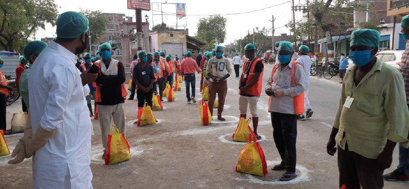 300 people including ration workers of Kamla Hospital given ration