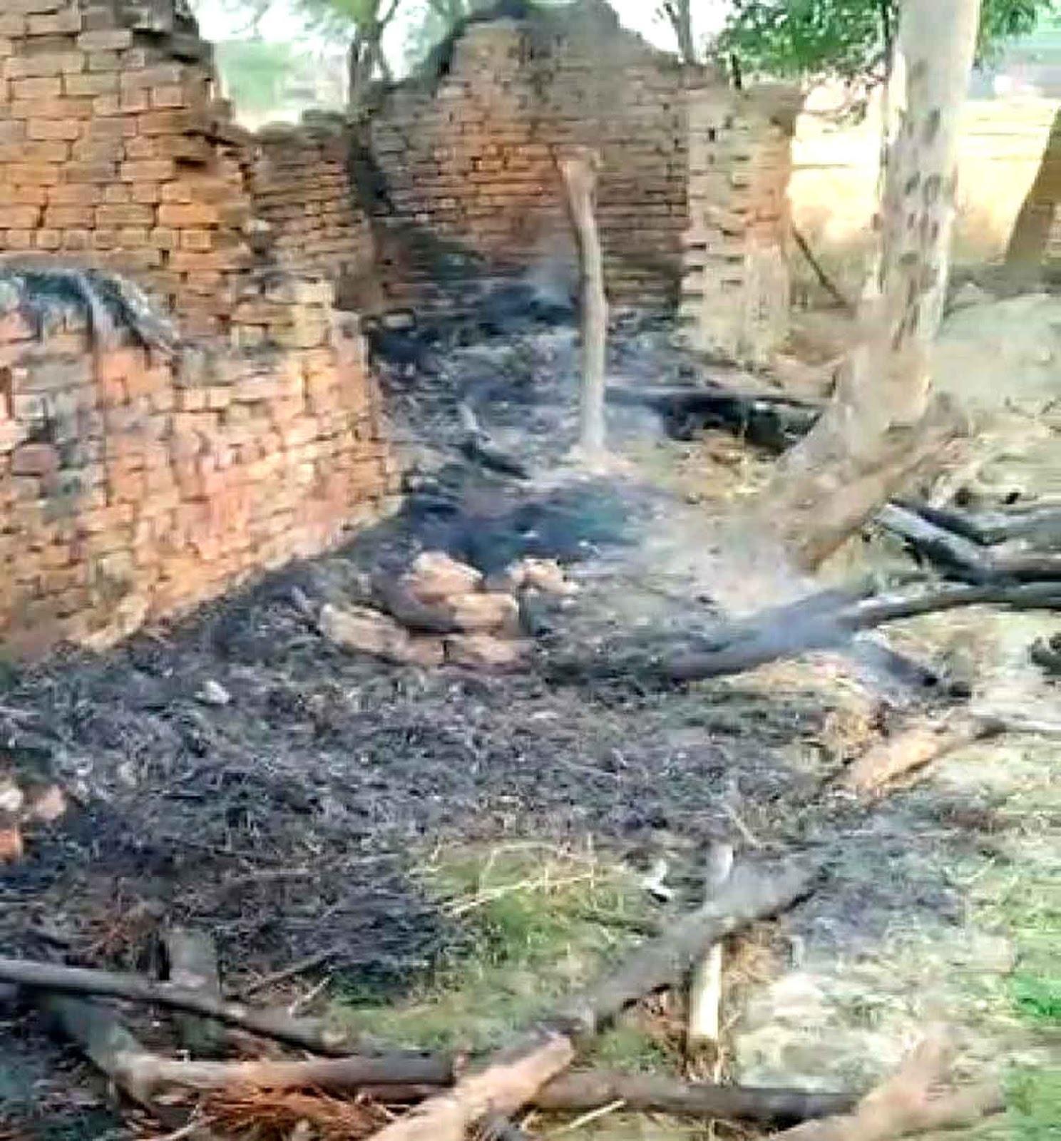 सौरभ सिंह जौनपुर। थाना क्षेत्र सिकरारा के गांव रइया, गुलजारगंज के प्रार्थी राम लखन पुत्र स्वर्गीय जोखन राम की सुबह  रिहायशी मड़ई में दबंगों ने आग लगा दी। अभी लोग कुछ समझ पाते तब तक आग ने विकराल रूप धारण कर लिया। इस दौरान अंदर गेहूँ, चावल सरसों आलू कपड़ा सबकुछ राख हो गया। जानकारी के अनुसार सिकरारा थाने पर दिये प्रार्थना पत्र में प्रार्थी ने बताया कि वह रामलखन पुत्र स्वर्गीय जोखन राम ग्राम रईया पोस्ट गुलजारगंज थाना सिकरारा का निवासी है। गांव के ही सामान्य जाति के सनी व सुमित तिवारी जो जमीन संबंधित प्रकरण को लेकर रंजीस रखते हैं। वह 20 अप्रैल की रात करीब 3 बजे आए और प्रार्थी के रिहायशी मड़हे में आग लगा दिए जिससे पीड़ित का रखा हुआ गेहूं, चावल, सरसों, आलू, कपड़ा राख हो गया। प्रार्थी जलते हुए आग की रोशनी में दोनों व्यक्ति को पहचान लिया। प्रार्थी ने उक्त खिलाफ तहरीर देते हुए कार्रवाई की मांग किया, लेकिन घटना के तीन दिन बीत जाने के बाद भी पुलिस कोई ठोस कार्रवाई नहीं की।