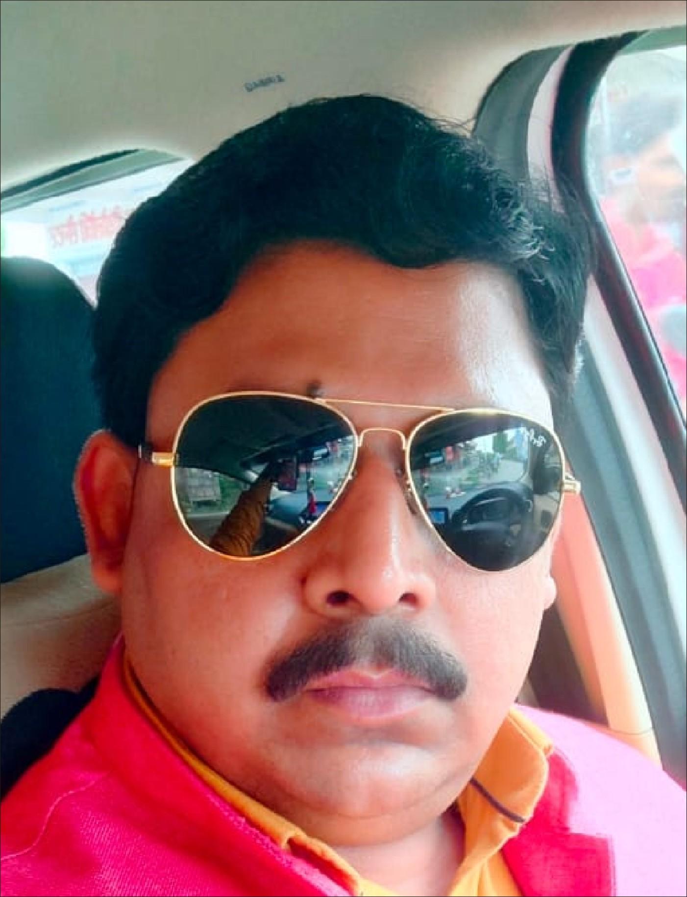 रोहनिया, वाराणसी। सामाजिक न्याय के लिए सदैव समर्पित और जरूरतमंद लोगों की सेवा में तत्पर खड़े रहने वाले कार्यकर्ता ओपी कश्यप को अंतरराष्ट्रीय मानव अधिकार सामाजिक न्याय संगठन द्वारा प्रदेश महासचिव मनोनीत किया गया। राष्ट्रीय अध्यक्ष डा. राकेश मिश्रा द्वारा श्री कश्यप का मनोनयन किया गया। बता दें कि श्री कश्यप पूर्व में संगठन के प्रदेश सचिव पद पर रहकर समस्त प्रदेश में उत्कृष्ट कार्य कर चुके है। पेशे से बिजनेसमैन मूल रूप से बनारस के निवासी हैं जो पिछले कई वर्षों से मानव अधिकार व सामाजिक न्याय के क्षेत्र में विभिन्न कार्यक्रम व क्रियाकलापों में अपना योगदान करते रहे हैं। इस मनोनयन पर राष्ट्रीय अध्यक्ष राकेश मिश्रा, राष्ट्रीय सचिव शीतांशु पाण्डेय, प्रदेश अध्यक्ष रजत द्विवेदी और प्रदेश उपाध्यक्ष सुनील सिंह ने श्री कश्यप के उत्कृष्ट कार्य व नये कार्यभार की सराहना किया।