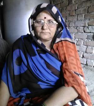 """धनूपुर,  प्रयागराज। शौचालय पात्रता के आधार पर मिलता है, जाति के आधार पर नही मीरा देवी वृद्ध महिला हैं जरूरत मंद है उनको शौचालय अवश्य मिलना चाहिए, बीडीओ धनूपुर प्रयागराज। सरायममरेज थाना क्षेत्र एवं धनूपुर ब्लॉक अंतर्गत देवां गांव की वृद्ध महिला मीरा देवी पत्नी पुरूषोत्तम तिवारी चलने फिरने में शारीरिक रूप से असमर्थ है घर मे कोई शौचालय नही होने के कारण दैनिक क्रिया में अत्यंत कठिनाई होती है। कई बार ग्राम प्रधान से शौचालय हेतु आग्रह किया लेकिन अभी तक कोई सुनवाई नही हुई जब भी ग्राम प्रधान गुलाब चंद्र मौर्य उर्फ मंगला से शौचालय की मांग करतीती हैं वो जातिसूचक, अमर्यादित शब्दो का प्रयोग करते हुए """" ब्राह्मणों को शौचालय नही मिलेगा"""" की बात शब्दशः कहते हैं जिससे मीरा देवी बहुत व्यथित एवं निराश हैं।मीरा देवी बीडीओ धनूपुर को प्रार्थना पत्र दिया है और निवेदन किया है कि उनकी असमर्थता, कठिनाई को देखते हुए त्वरित रूप से संज्ञान लेकर शौचालय उपलब्ध कराने की कृपा करें।"""