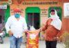 पंकज बिंद जौनपुर। महराजगंज क्षेत्र के ग्रामसभा कड़ेरेपुर के प्रधान जितेश सिंह ने वैश्विक महामारी को देखते हुये क्षेत्रीय विधायक रमेश चन्द्र मिश्र के आह्वान पर गरीबों व मजदूरों के लिये नमो राशन किट के लिये क्षेत्रीय कार्यालय पर 2 कुन्तल आटा, 10 किलो दाल, 25 किलो सरसो का तेल सहित अन्य समाग्री कार्यालय प्रभारी सुरेश चौहान को सौंपा। साथ ही हर प्रकार की मदद करने का आश्वासन भी दिया। इस अवसर उनके तमाम सहयोगी मौजूद रहे। वहीं इस उत्कृष्ट कार्य पर लोगों ने उनकी प्रशंसा किया।