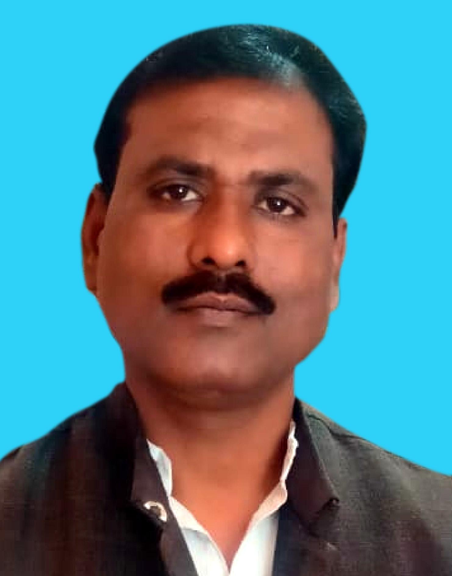 जौनपुर। अखिल भारतीय उद्योग व्यापार मण्डल जौनपुर के जिलाध्यक्ष श्रवण जायसवाल ने मंगलवार को सिटी मजिस्ट्रेट ब्रह्मदेव मिश्र से वार्ता किया।  इस दौरान श्री जायसवाल द्वारा विभिन्न प्रकार की दुकानों के खोलने की जानकारी ली तो उन्होंने बताया कि इस्पा सेण्टर, सैलून, शॉपिंग मॉल, ब्यूटी पार्लर को छोड़कर समस्त ट्रेड की दुकानें सुबह 10 बजे से सायंकाल 5 बजे तक खुली रहेंगी। इस आशय की जानकारी प्रेस विज्ञप्ति के माध्यम से देते हुये व्यापारी नेता श्री जायसवाल ने दुकानदारों से अपील किया कि साफ-सफाई का ध्यान रखें। शोसल डिस्टेंस का पालन करते व कराते हुये दुकानों पर भीड़ न लगने दें। अपनी दुकानों के सामने गोले बनाकर ग्राहकों से अपील करें कि जो सुझाव दिये गये हैं, उसका पालन करें, ताकि महामारी को लेकर शासन का सहयोग एवं अपनी रक्षा हो सके।