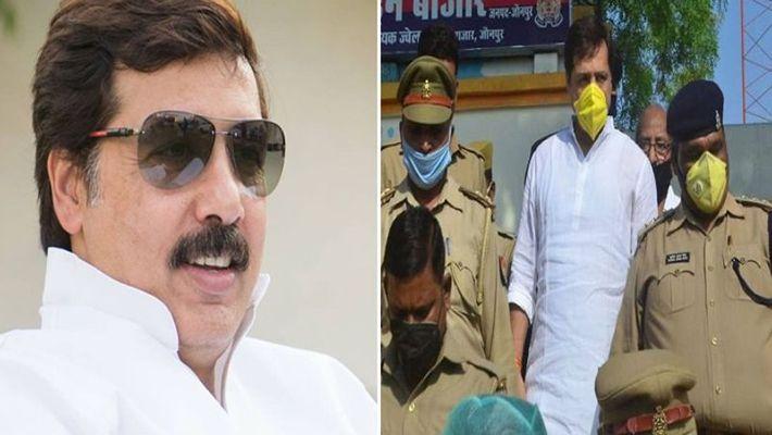 जौनपुर। पूर्व सांसद धनंजय सिंह को रविवार की रात लगभग 2 बजे पुलिस ने उनके कालीकुत्ती आवास से गिरफ्तार कर लिया।  उनके ऊपर प्रोजेक्ट मैनेजर के अपहरण और धमकाने का आरोप लगा है। इस मामले में धनंजय सिंह ने राज्यमंत्री गिरीश चंद्र यादव पर उन्हें फंसाने का आरोप लगाया है। प्राप्त जानकारी के अनुसार जिले के लाइन बाजार थाने की पुलिस रविवार की रात लगभग 2 बजे पूर्व सांसद धनंजय सिंह के आवास पर छापेमारी की गई उन्हें गिरफ्तार कर लिया गया। उनकी गिरफ्तारी से सोमवार की सुबह पूर्वांचल की राजनीति में हड़कम्प मच गया। आरोप हैं कि नगर में चल रहे सीवर ट्रीटमेंट प्लांट के मैनेजर अभिनव सिंघल ने जिले के लाइन बाजार थाने में तहरीर दी थी कि पूर्व सांसद धनंजय सिंह ने अपने लोगों से जबदस्ती मुझे अपने आवास पर बुलाकर धमकाया और जान से मारने की धमकी भी दी। इस पर कार्रवाई करते हुए लाइन बाजार समेत आधा दर्जन थानों की पुलिस ने रविवार की रात पूर्व सांसद धनंजय सिंह के आवास पर छापेमारी कर उन्हें गिरफ्तार कर लिया। सोमवार को उन्हें सीजेएम न्यायालय में पेश किया गया जहां से उन्हें 14 दिन की न्यायिक हिरासत में जेल भेज दिया गया। इस मामले को लेकर पूर्व सांसद धनंजय सिंह ने मीडिया से बात करते हुए पूरे मामले को राजनीतिक साजिश ठहराया। उन्होंने कहा कि राज्यमंत्री गिरीश चंद यादव उनकी लोकप्रियता से घबरा गये थे। लॉकडाउन से ही धनंजय सिंह की टीम कोरोना महामारी से पीड़ित लोगों की सहायता में जुटी है। धनंजय सिंह ने कहा कि राज्यमंत्री उनकी इस लोकप्रियता से घबराकर उन्हें राजनीतिक साजिश के तहत फंसाया है। मेरी लोकप्रियता से भाजपा और मंत्री डरे हुए हैं।