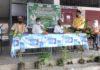 जौनपुर। जेसीआई जौनपुर ने संस्थाध्यक्ष धर्मेंद्र सेठ की अध्यक्षता में पूरे विश्व में 5 जून को मनाए जाने वाले विश्व पर्यावरण दिवस के अवसर पर भव्य वृक्षारोपण का कार्यक्रम आयोजित किया गया। इस कार्यक्रम का शुभारंभ रिजर्व पुलिस लाइन के ग्राउंड में मुख्य अतिथि के रुप में उपस्थित पुलिस अधीक्षक नगर जौनपुर डॉक्टर संजय कुमार जी द्वारा वृक्षारोपण करके किया गया। विशिष्ट अतिथि के रूप में जेसीआई इंडिया के मंडलाध्यक्ष आलोक सेठ ने जेसीआई जौनपुर की सराहना करते हुए कहा कि हम सभी को पर्यावरण के प्रति जागरूक होने एवं समाज को जागरूक करने की अत्यंत आवश्यकता है। पूर्व मंडलाध्यक्ष राधे रमण जायसवाल जी ने पर्यावरण बचाने के लिए एक मुहिम की आवश्यकता पर बल दिया। उन्होंने कहा कि यदि आज हमारा समाज पर्यावरण के प्रति जागरूक हो जाए तो हमारी आने वाली पीढ़ियों को प्राकृतिक आपदाओं से बचाया जा सकता है। पुलिस लाइन में आयोजित इस कार्यक्रम में आर आई रजत पाल राव जी की अत्यंत महत्वपूर्ण भूमिका रही। विश्व पर्यावरण दिवस के अंतर्गत अन्य कार्यक्रम में मुख्य अतिथि आर एन यादव वन विभाग अधिकारी जौनपुर ने वृक्षारोपण करके पर्यावरण बचाने हेतु सभी को संदेश दिया। इस अवसर पर विशिष्ट अतिथि महेंद्र देव विक्रम, वन विभाग अधिकारी सुईंथा कला ने इस तरह के कार्यक्रम आयोजित करने के लिए जेसीआई जौनपुर को प्रोत्साहित करते हुए अधिक से अधिक वृक्ष लगाने के लिए आवाहन किया। वृक्षारोपण के अंतर्गत धरणीधर पूर्व में भी कार्यक्रम आयोजित किया गया जिसमें अनेक वृक्ष लगाए गए। इस अवसर पर संस्था के उपस्थित सदस्यों ने स्वयं से वृक्षदान करने एवं वृक्षारोपण का कार्यक्रम निरंतर करने का संकल्प लिया। निवर्तमान अध्यक्ष संजय गुप्ता जी पूर्व अध्यक्ष संतोष अग्रहरी, गौरव सेठ, दिलीप सिंह, मनीष तिवारी, वैभव सेठ, प्रदीप वर्मा, संदीप जायसवाल आदि लोग उपस्थित रहे संचालन एवं आभार सचिव हफीज शाह ने किया।