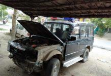 रामपुर, जौनपुर। थाना के सरकारी वाहन मंगलवार की सुबह ट्रक की चपेट में आने से दुर्घटनाग्रस्त हो गई हालांकि दुर्घटना में उसमें बैठे पुलिसकर्मियों को सुरक्षित बताया जा रहा है, प्राप्त जानकारी के अनुसार सिधवन चौकी क्षेत्र के पचवल गांव के समीप यह दुर्घटना हुई थी दुर्घटना के समय गाड़ी में कौन-कौन पुलिसकर्मी सवार थे इसका पता नहीं चल पाया है पुलिस महकमे के लोग इस दुर्घटना से खुद को अनजान बता रहे हैं। इस संबंध में थानाध्यक्ष रामपुर को फोन लगाया गया लेकिन उनका फोन भी रिसीव नहीं हुआ। इस संबंध में क्षेत्राधिकारी मड़ियाहू विजय सिंह ने बताया की दुर्घटना की कोई सूचना उन्हें नहीं है।