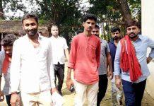 धनंजय सिंह के समर्थन में दुर्गेश ने क्षेत्र में किया प्रचार-प्रसार | #TEJASTODAY सौरभ सिंह सिकरारा, जौनपुर। 'अपना बूथ सबसे मजबूत' मल्हनी उपचुनाव को लेकर चुनाव प्रचार पूरे जोश के साथ शुरू हो गया हैं निषाद पार्टी के प्रत्याशी पूर्व सांसद धनंजय सिंह एक बार फिर चुनावी मैदान में हैं। वहीं उनके समर्थक उन्हें विजयी बनाने के लिये पूरे क्षेत्र में जोश के साथ जुट गये हैं। इसी क्रम में मल्हनी विधानसभा क्षेत्र के पूरा बघेला में युवा नेता दुर्गेश सिंह के नेतृत्व में कार्यकर्ताओं ने घर घर जाकर पूर्व सांसद धनंजय सिंह के लिए प्रचार प्रसार किया। दुर्गेश सिंह ने कहा कि आने वाले चुनाव में सभी युवा धनंजय सिंह के साथ हैं। आने वाले चुनाव में उनको भारी मतों से जिताया जाएगा। इस मौके पर संदीप यादव, मनीष सिंह, लोहा सिंह आदि मौजूद रहे।