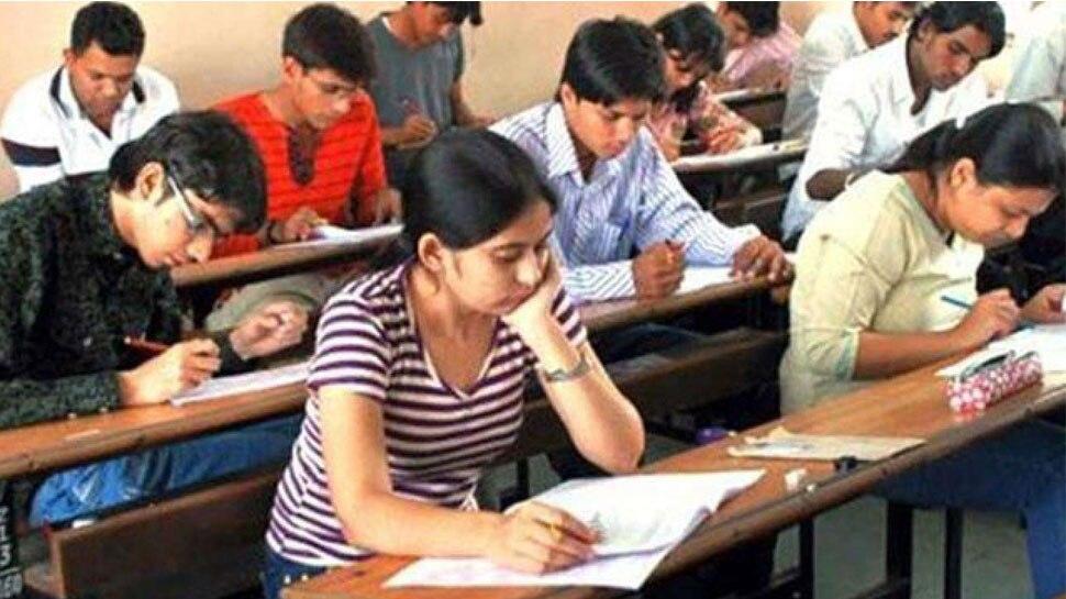 इस दिन जारी होगा बीएड प्रवेश परीक्षा का रिजल्ट | #TEJASTODAY लखनऊ। प्रदेश की राजधानी लखनऊ में स्थित यूनिवर्सिटी द्वारा आयोजित कराई गई उत्तर प्रदेश संयुक्त प्रवेश परीक्षा (बीएड) का रिजल्ट आज जारी होगा। जिसे अभ्यर्थी www.lkouniv.ac.in पर देख सकेंगे। पहले यह परीक्षा अप्रैल में होना तय हुआ था लेकिन लॉक डाउन के बाद 9 अगस्त को यह परीक्षा आयोजित की गई थी। रिजल्ट जारी होने के बाद अभ्यर्थियों को काउंसलिंग के जरिए उनकी पसंद का कॉलेज चुनने का मौका दिया जाएगा। इसके लिए अभ्यर्थी को 5,750 रुपए शुल्क जमा करने होंगे, जिसमें 750 रुपए काउंसलिंग फीस और 5000 रुपए कॉलेज को भेज दिया जाएगा। ईडब्ल्यूएस कैटेगरी के लिए अगल से रैंकिंग जारी की जाएगी। 9 अगस्त को यूपी बीएड संयुक्त प्रवेश परीक्षा प्रदेश के 73 जिलों के कुल 1089 केन्द्रों पर आयोजित की गई थी। राज्य सरकार ने परीक्षा आयोजित कराने की जिम्मेदारी लखनऊ विश्वविद्यालय को दी थी। इस परीक्षा में करीब 83 फीसदी यानी लगभग 3.57 लाख परीक्षार्थी शामिल हुए थे, जिसके माध्यम से बीएड के लगभग 2 लाख सीटों पर नामांकन लिया जाएगा। इस साल ईडब्ल्यूएस कैटेगरी के लिए 10% सीट आरक्षित रहेंगे। परीक्षा समन्यवक प्रो. अमिता वाजपेयी ने बताया कि प्रदेश के 73 जिलों में बने 1089 केन्द्रों पर 3,57,696 अभ्यर्थियों ने परीक्षा दी थी। उन्होंने बताया कि परिणाम घोषित होने के बाद अभ्यर्थी अपना नंबर, रैंक वगैरह लखनऊ यूनिवर्सिटी की वेबसाइट पर देख सकते हैं। उन्होंने बताया कि काउंसिलिंग की प्रक्रिया जल्द ही बताई जाएगी।